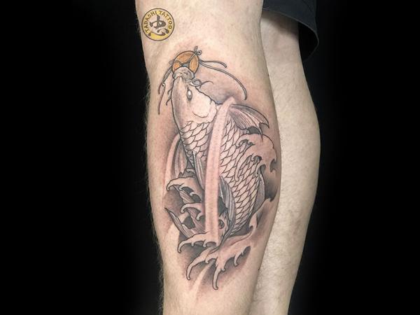 hình xăm cá chép ở chân