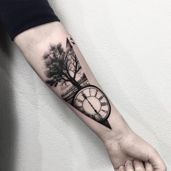 Hình xăm cây cổ thụ và đồng hồ