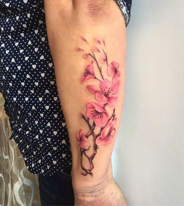 hình xăm hoa anh đào ở cổ tay