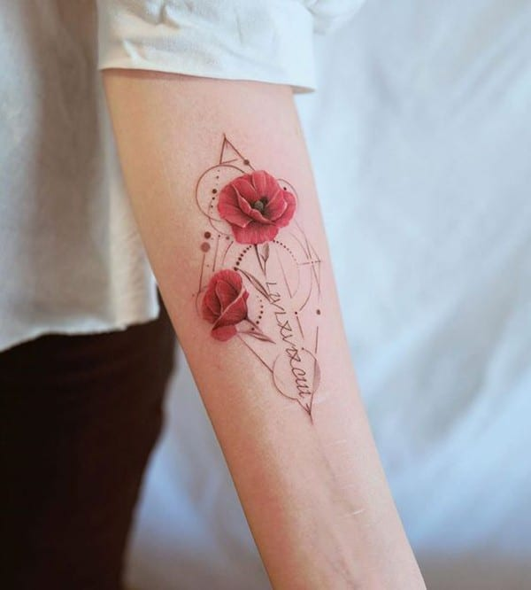 hình xăm hoa anh túc ở cánh tay
