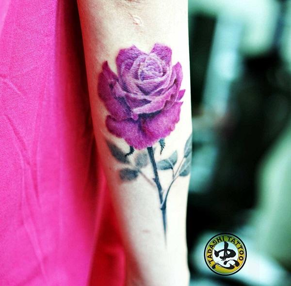 hình xăm hoa hồng trên cánh tay