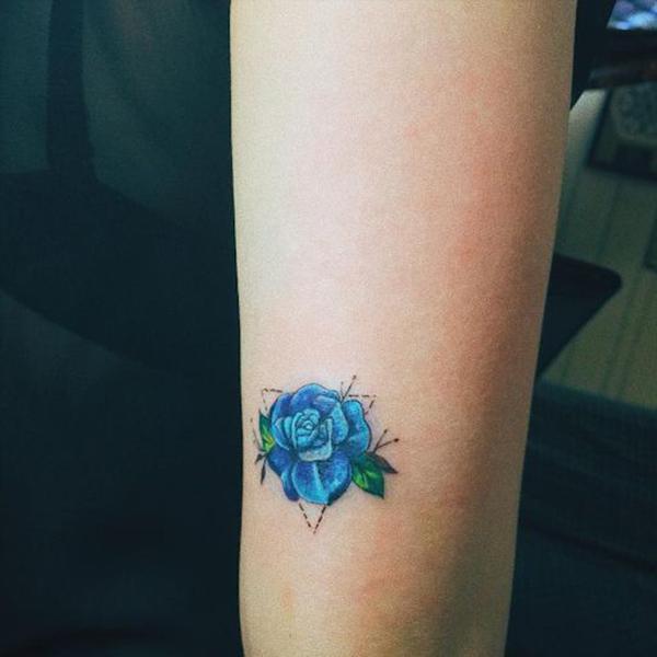 hình xăm hoa hồng xanh nhỏ, đơn giản