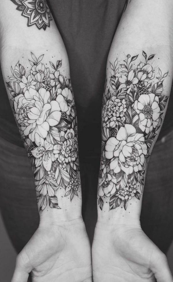 hình xăm hoa mẫu đơn đen trắng kín tay