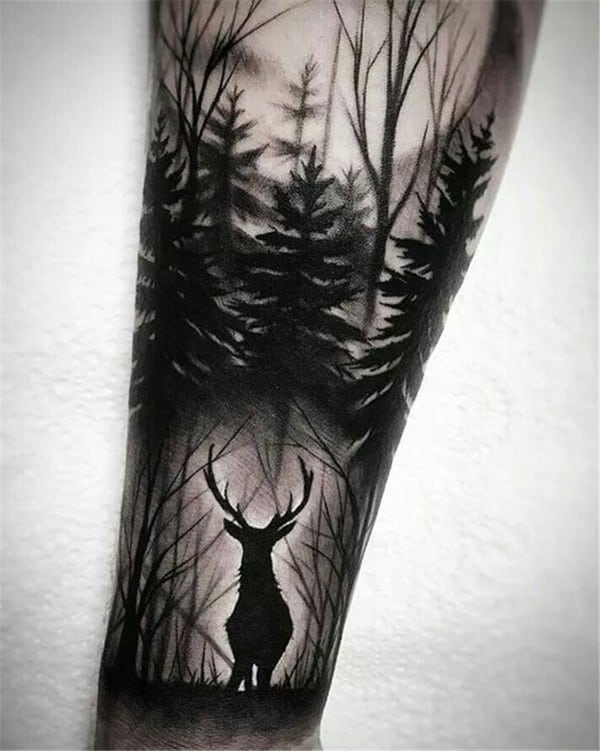 Hình xăm hươu và cái cây
