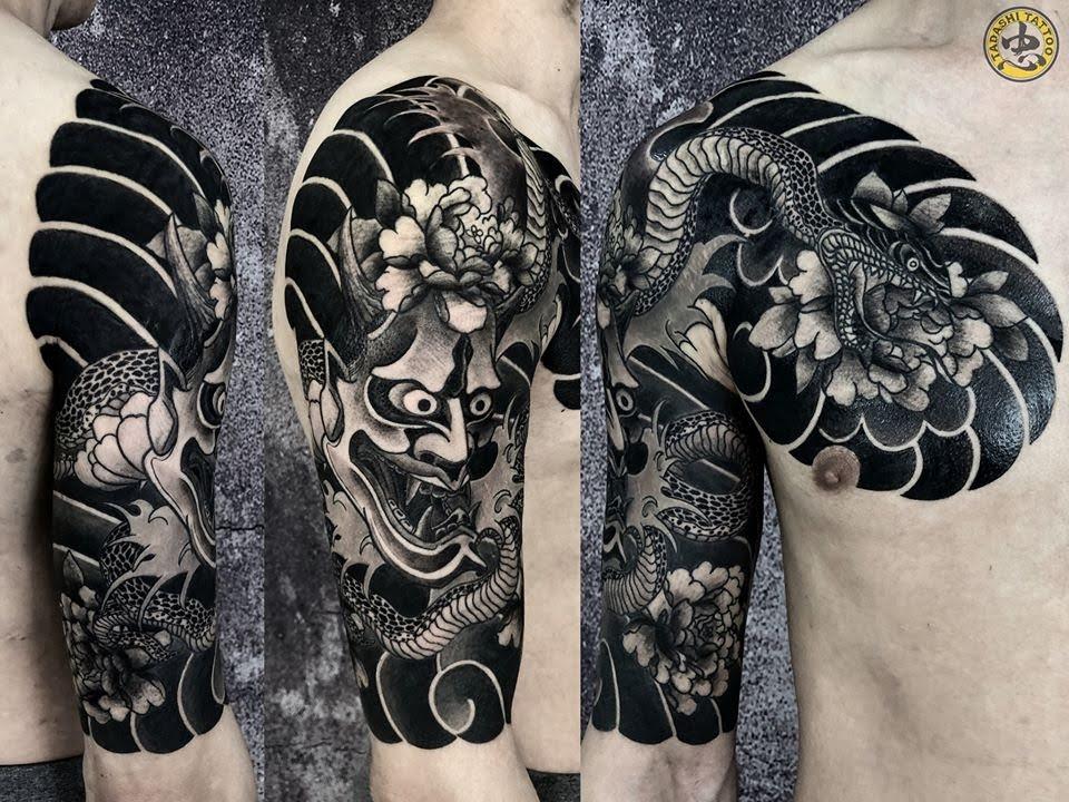 hình xăm mặt quỷ và rắn