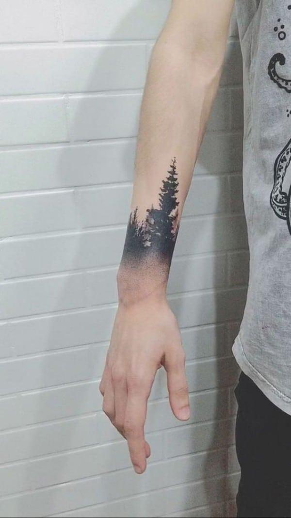Hình xăm rừng thông trên tay