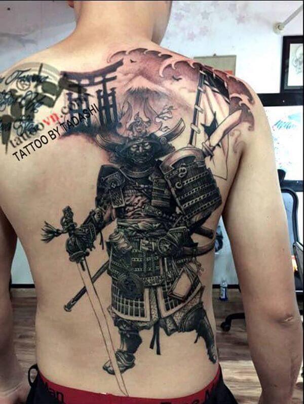 hình xăm chiến binh nhật bản samurai ở lưng