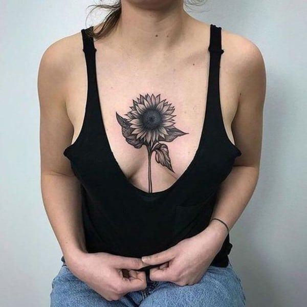 tattoo hoa hướng dương trước ngực