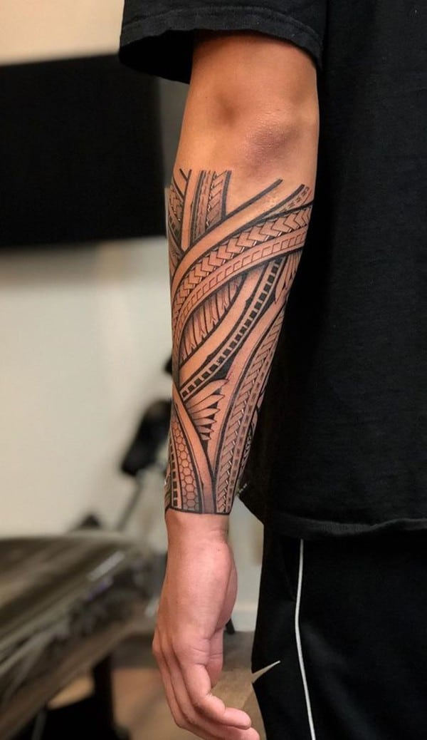 hoa-tiet-maori-quanh-tay