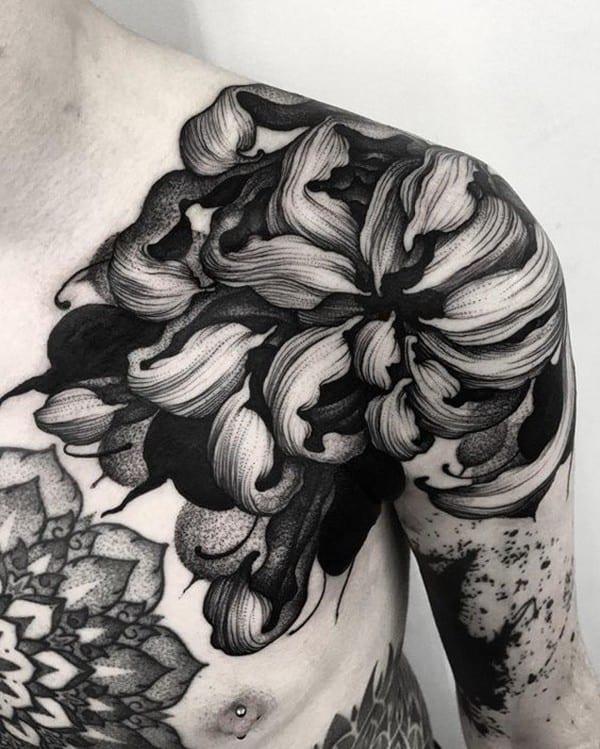 tattoo hoa cúc đẹp ở vai