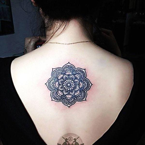 mandala tattoo ở lưng
