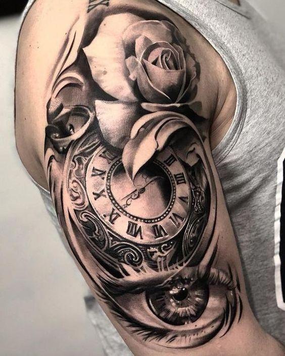 hình xăm hoa hồng và đồng hồ cổ ở bắp tay