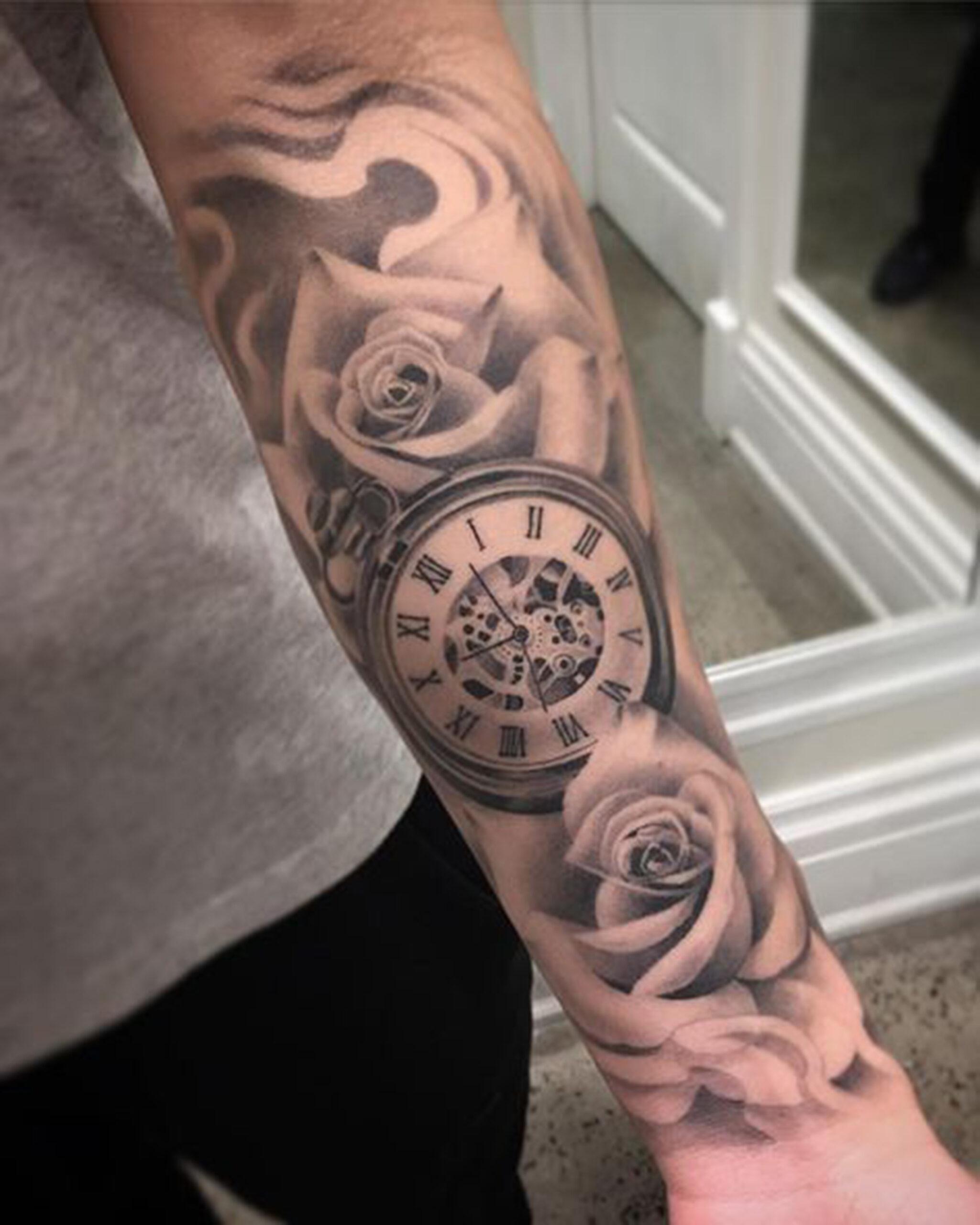 hình xăm đồng hồ và hoa hồng đẹp trên tay