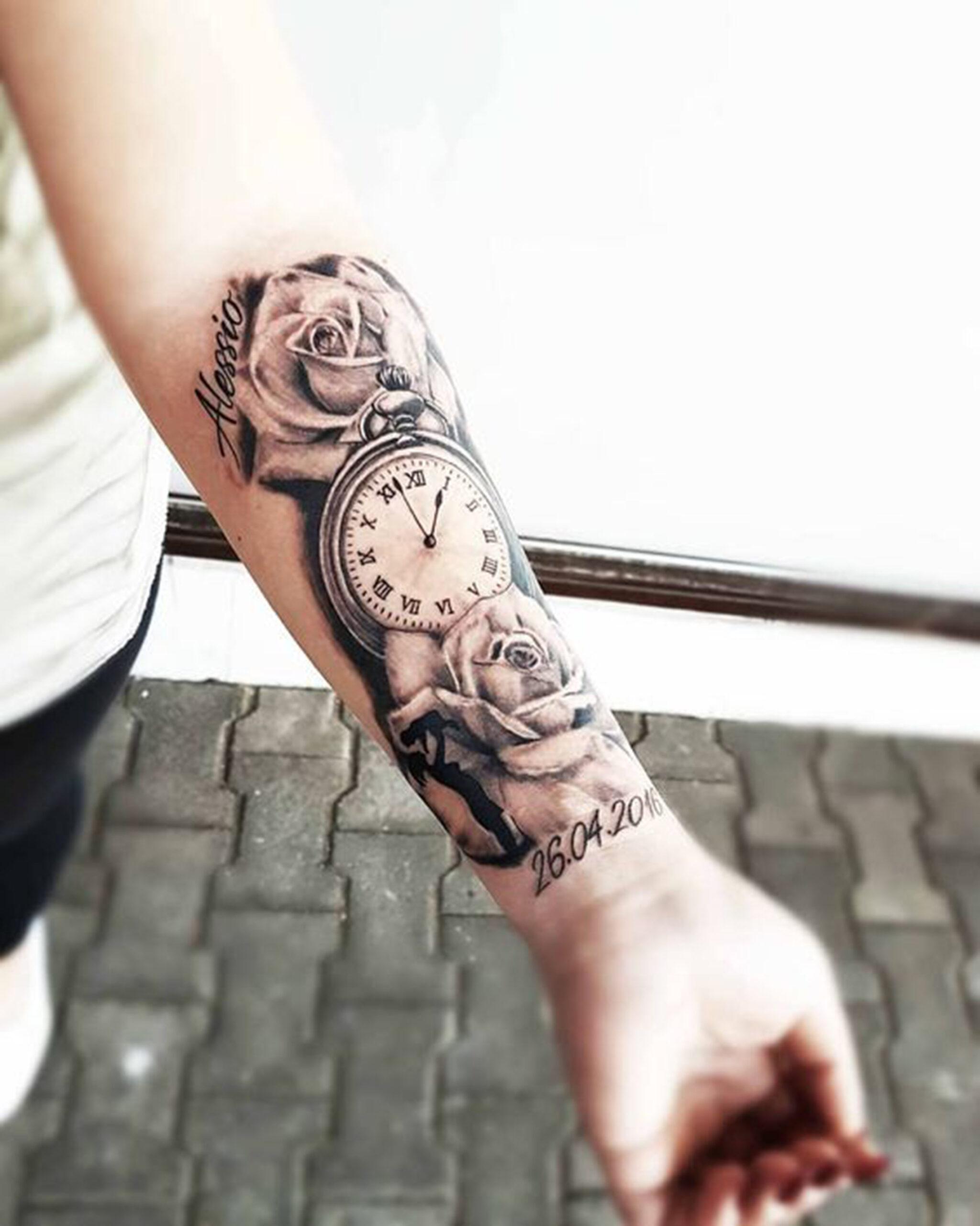 hình xăm hoa hồng đồng hồ la mã