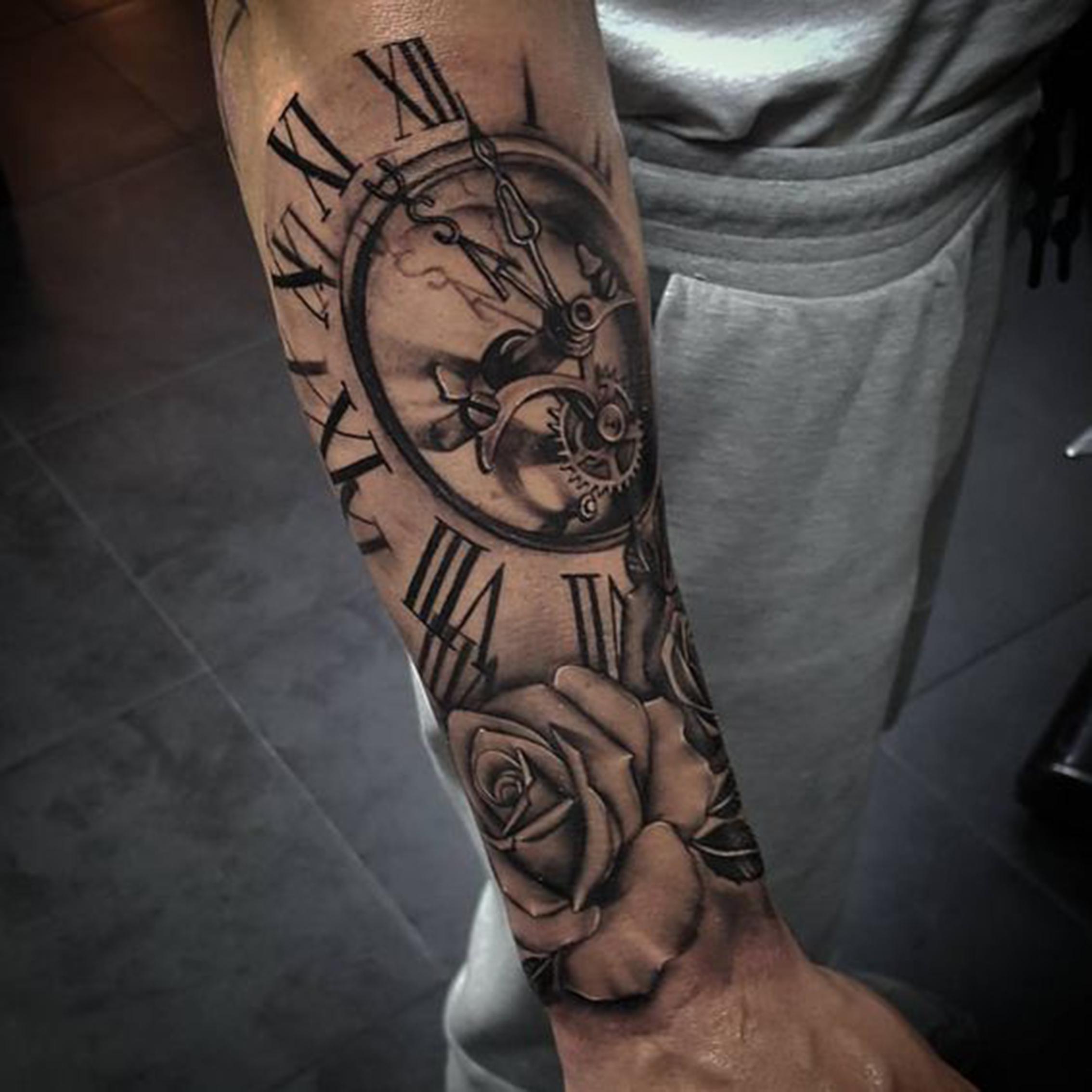 hình xăm hoa hồng và đồng hồ la mã