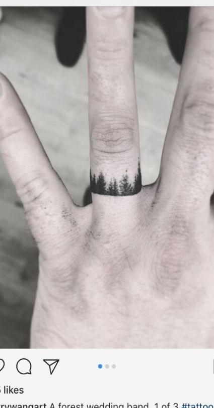xăm trên ngón tay nên hạn chế chà sát mạnh