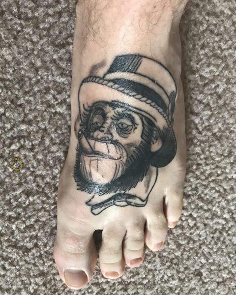 hình xăm mặt khỉ ở bàn chân độc đáo và ngộ nghĩnh cho tuổi canh thân