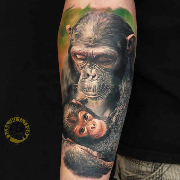Hình xăm mẹ con khỉ ấm áp tình mẹ cho người phụ nữ tuổi canh thân 1980