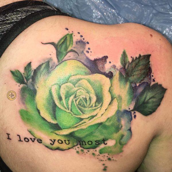 Hình xăm hoa hồng xanh lá cây hợp mệnh cho tuổi tân dậu