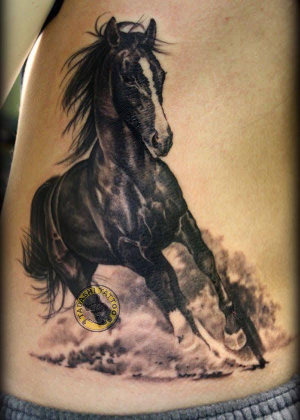 hình xăm ngựa phù hợp với tuổi Canh Thân 1980