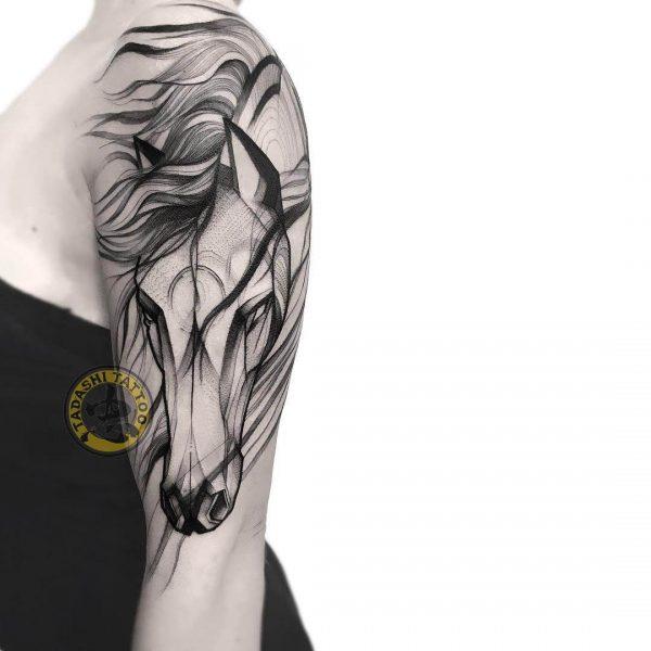 Hình xăm ngựa cho nữ giới tuổi canh thân