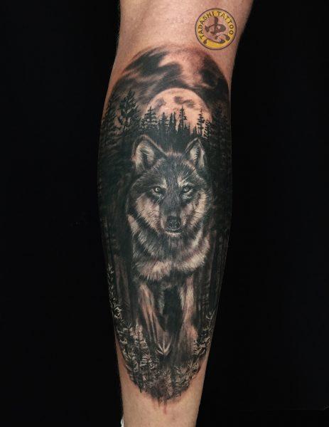 hình xăm chó sói ở cánh tay cho sự cá tính mạnh mẽ ở nữ giới kỷ tỷ