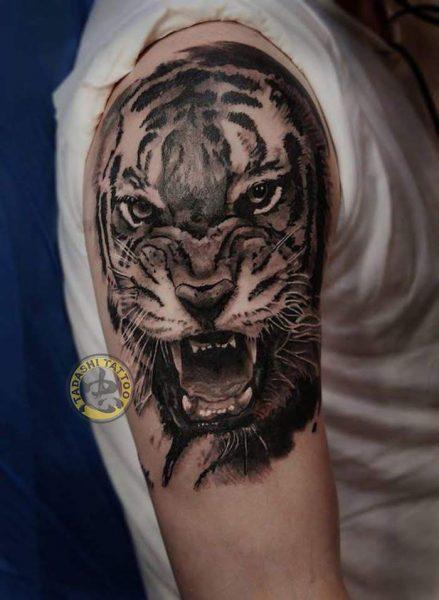 hình xăm con hổ ở bắp tay hợp phong thủy cho các bạn nam tuổi mậu dần
