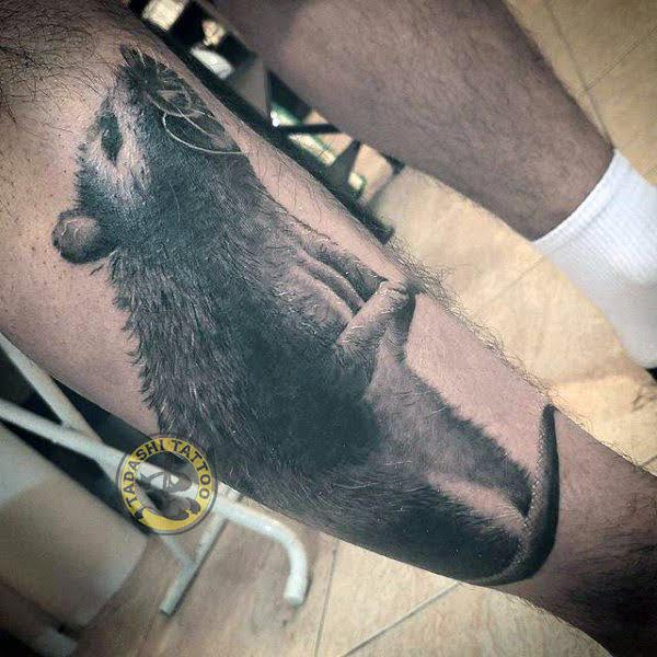 hình xăm chuột ở bắp chân đem lại may mắn cho