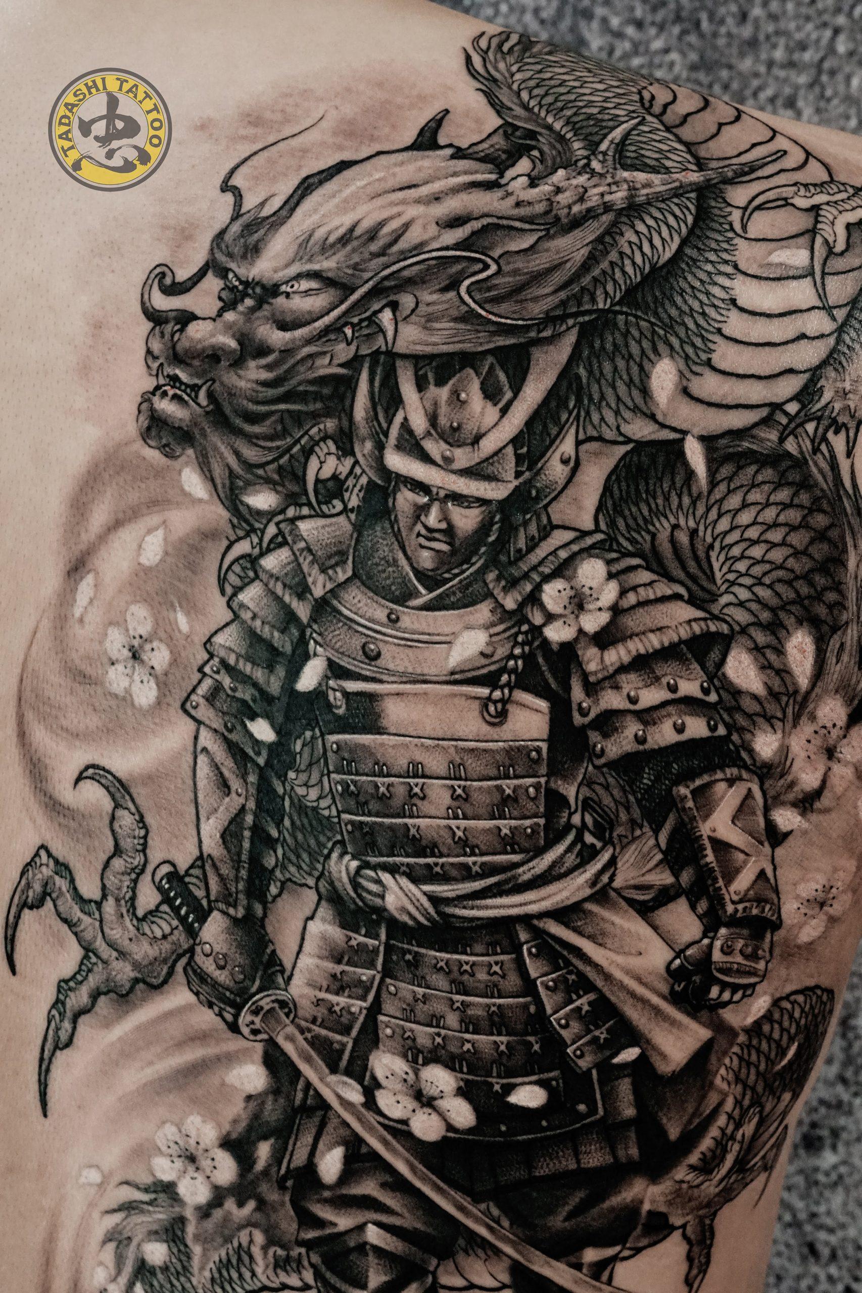 hình xăm võ sĩ đạo samurai cùng rồng lửa cực kì độc đáo và chất cho nam giới sinh năm 1986