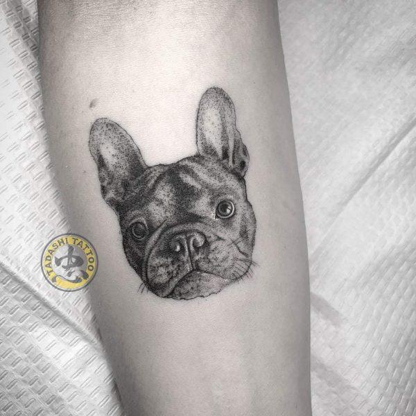 hình xăm chú cún con dễ thương ở bắp chân nữ tính cho các bạn nữ hiên lành nhẹ nhàng tuổi canh thìn