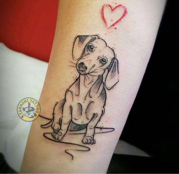 hình xăm chú chó ở cánh tay cho nữ giới tuổi canh thìn