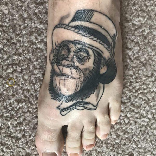 hình xăm chú khỉ ở bàn chân hợp phong thủy nam giới sinh năm 1987