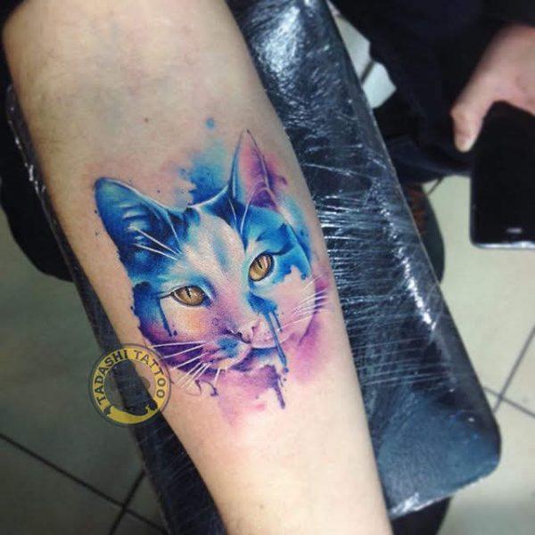 hình xăm mèo ở cánh tay mang lại may mắn và tài lộc cho các bạn nam tuổi ất sửu
