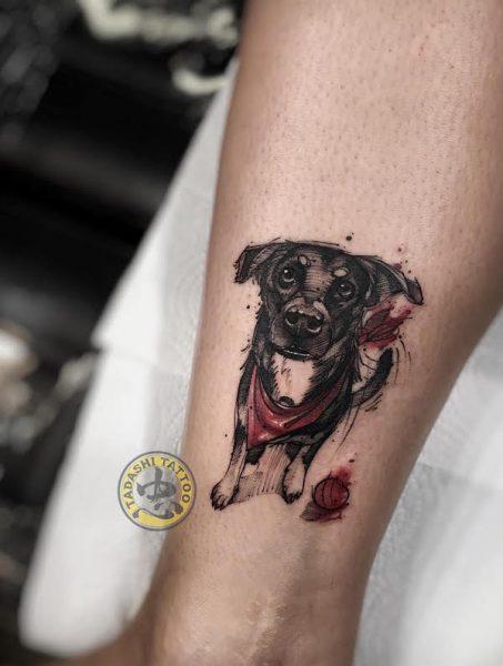 hình xăm con chó ở bắp chân có ý nghĩa phong thủy quan trọng cho nữ giới sinh năm 1998