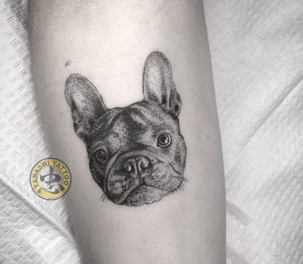 hình xăm chú chó dễ thương ở chân cho tuổi 1982 Nhâm tuất