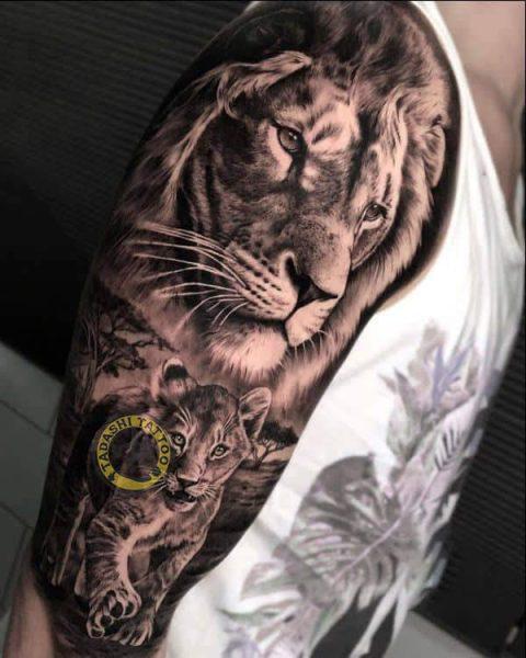 hình xăm sư tử ở bắp chân