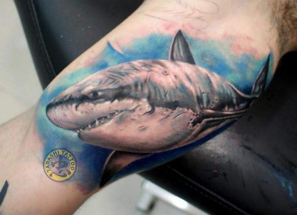 Hình xăm cá mập mạnh mẽ hợp với các bạn nam tuổi bính tý