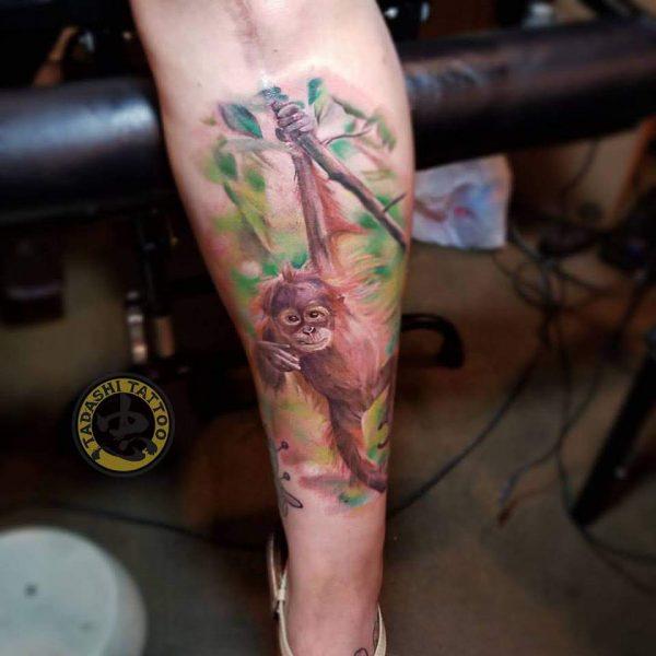 hình xăm chú khỉ dễ thương ở cánh tay đầy nghệ thuật tạo thẩm mỹ cho các bạn nữ tuổi kỷ tỵ