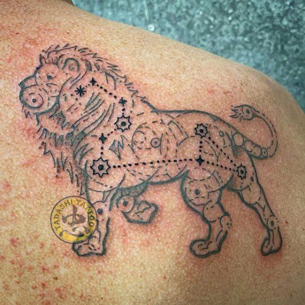 hình xăm phức tạp của cung sư tử đại diện cho tính cách của người đó