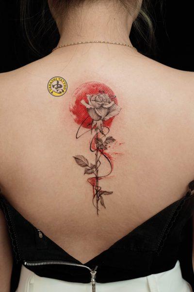 hình xăm hoa hồng nữ tính mang lại may mắn cho các bạn nữ tuổi bính dần