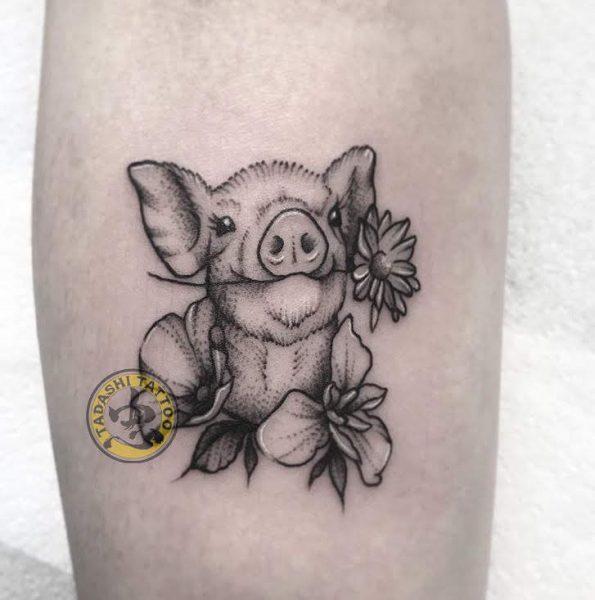 hình xăm lợn thích hợp cho những người sinh năm 1982