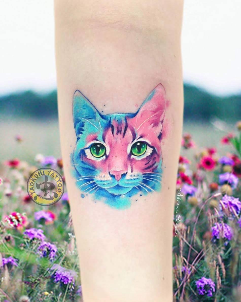 Hình xăm con mèo cũng là một trong những mẫu được các bạn nữ nữ tính và hiền lành lựa chọn