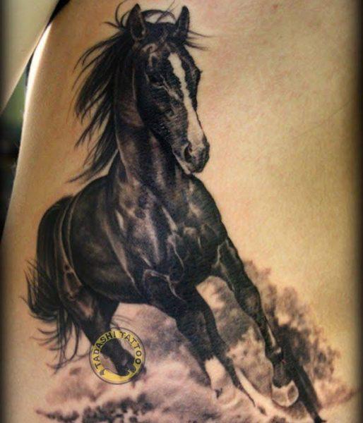 Hình xăm con ngựa có thể xăm tại các vị trí như bắp tay, cổ tay, cổ chân, tuỳ theo sở thích của người xăm