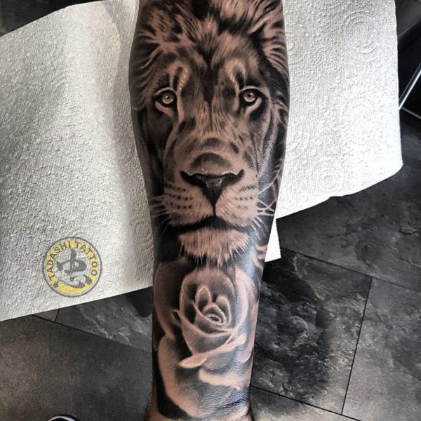 hình xăm sư tử ở bàn tay