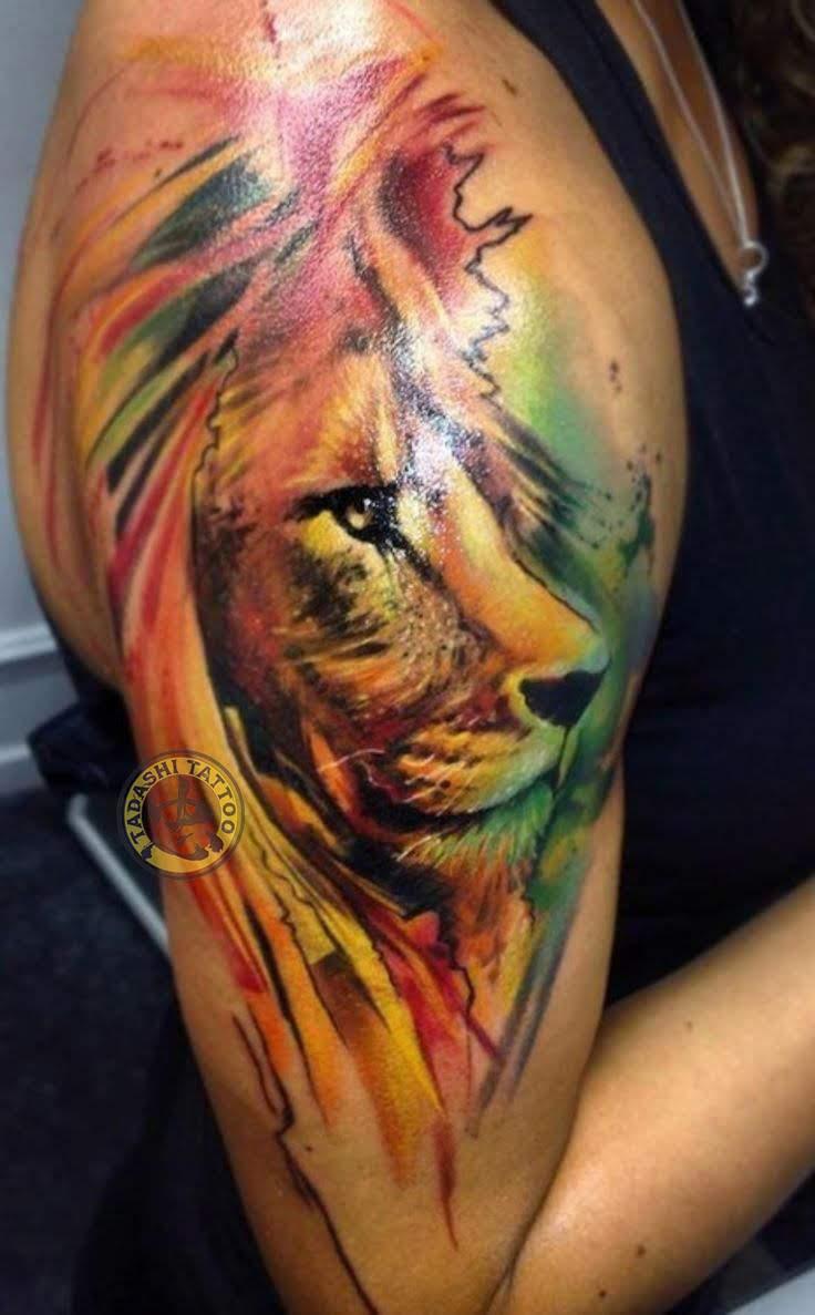 Hình xăm sư tử kết hợp cùng câu quote ý nghĩa thích hợp dành cho các bạn nữ có cá tính mạnh, muốn khẳng định cái tôi cá nhân