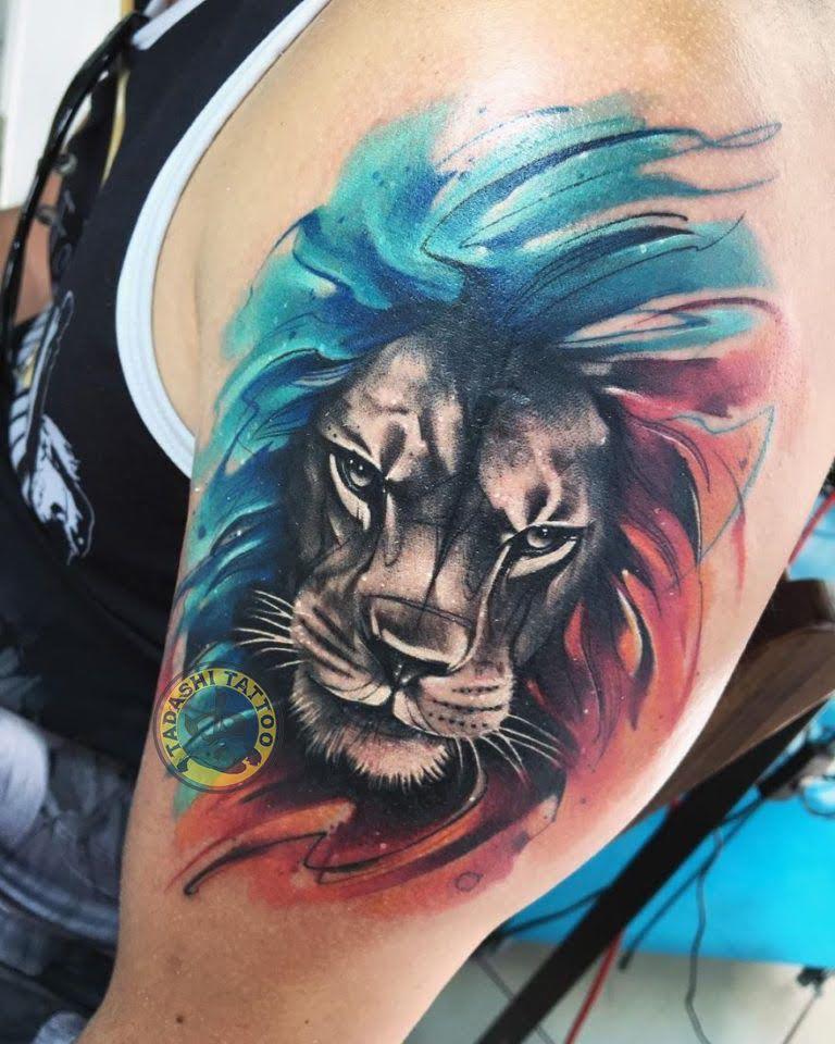 Hình xăm sư tử với đường nét tinh tế, sắc sảo và đầy tính nghệ thuật thích hợp dành cho những bạn nam có tính chất nam tính, mạnh mẽ