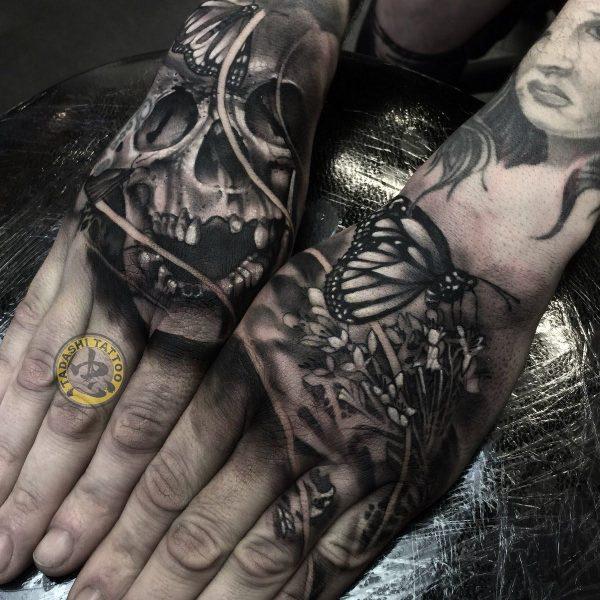 Hình xăm thần chết cỡ nhỏ xăm ngay bàn tay thích hợp dành cho các bạn nữ có cá tính, cái tôi mạnh mẽ