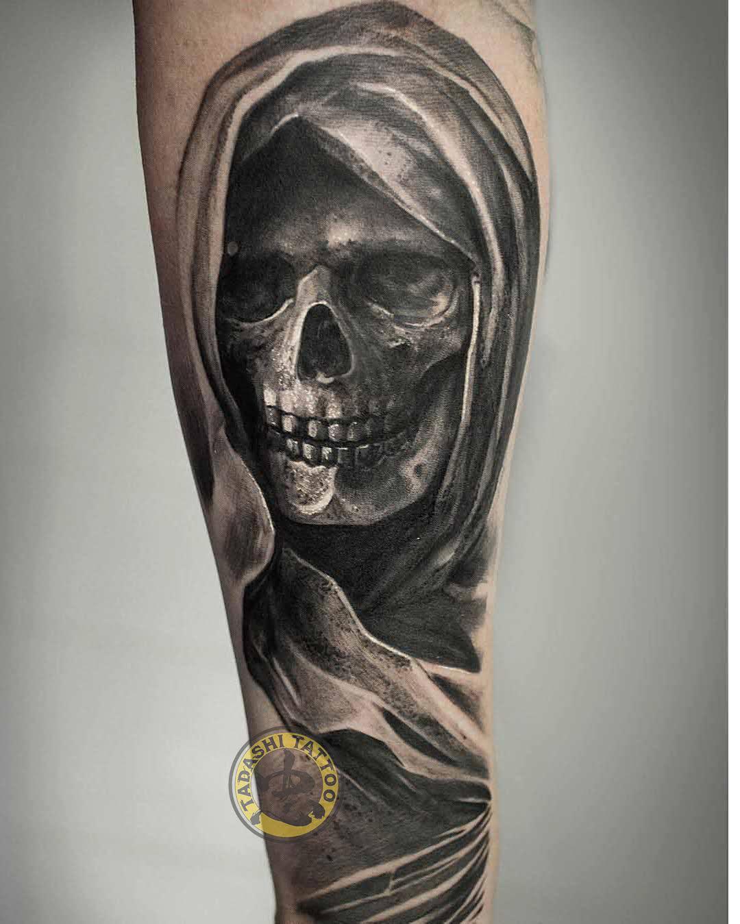 Hình xăm thần chết với đường nét tinh tế, sắc sảo tại cánh tay