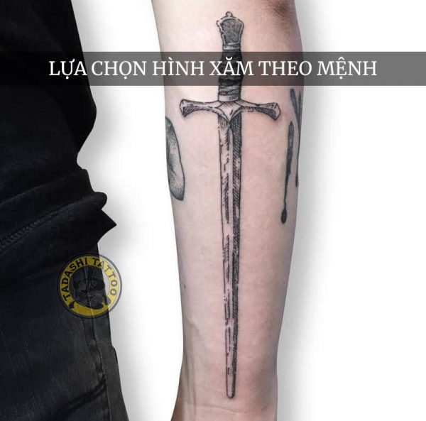 Hình xăm thanh gươm hợp phong thủy cho tuổi Nhâm tuất