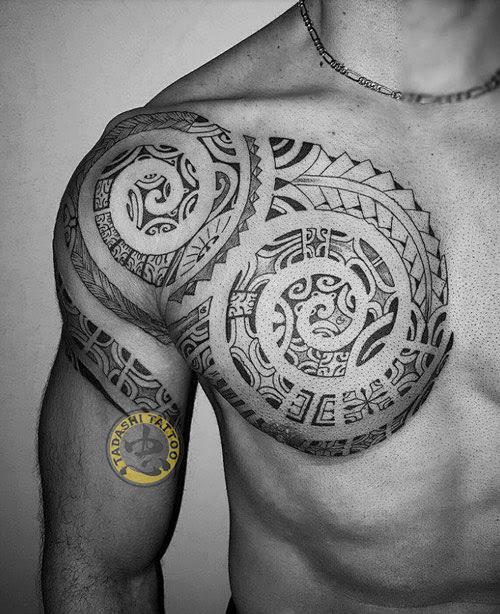 hình xăm trống đồng ở ngực